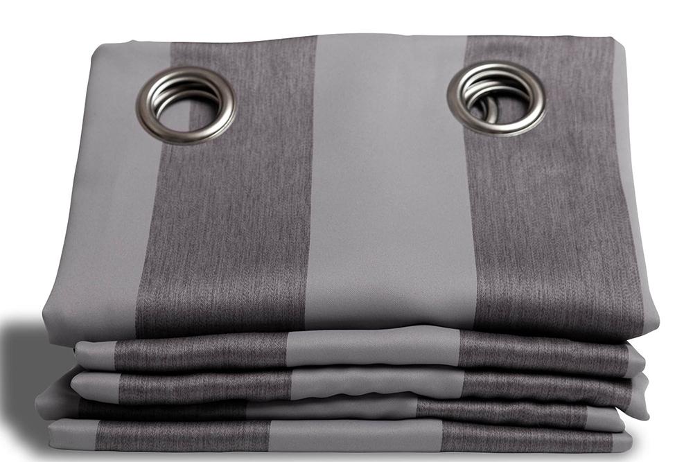 un rideau qui ne laisse pas passer la lumi re c 39 est moondream concours maman cat. Black Bedroom Furniture Sets. Home Design Ideas